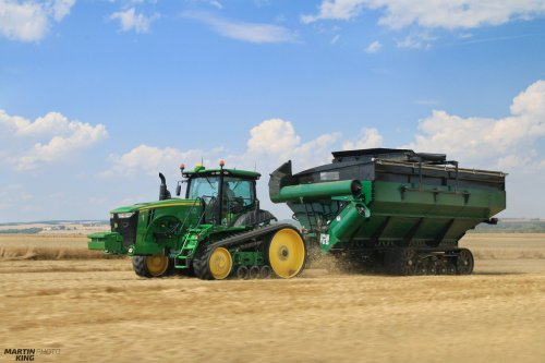 Wheat Harvest 2016  US Grain Train- JOHN DEERE 8370 RT with the Elmer's Manufacturing 1600 Bushel HaulMaster Grain Cart with a Belt Conveyor for Controlled Traffic Farming     more photos you can find also on  [url=https://www.flickr.com/photos/129661619@N08/]Flickr page[/url] |  [url=https://www.facebook.com/DYNASTYphotography-204551272942391/]Facebook DYNASTYphotography[/url] | [url=https://www.instagram.com/lukaskralphoto/]instagram lukaskralphoto[/url] | [url=https://www.instagram.com/martin939king/]instagram martinking[/url]