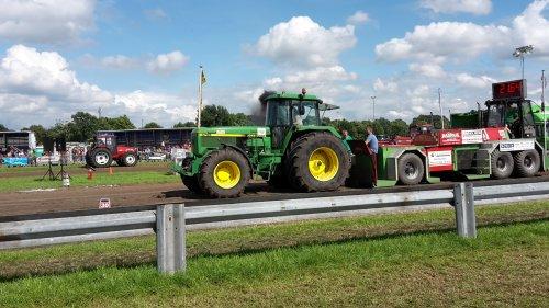 Foto van een John Deere 4755  TT Merksplas. Geplaatst door driesM600 op 17-07-2016 om 20:35:29, op TractorFan.nl - de nummer 1 tractor foto website.