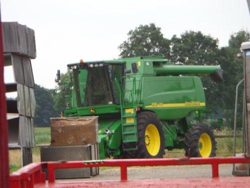 27/07: Een John Deere 9780i CTS, een van de vele machines die in Esbeek klaar staan en komende dagen geveild wordt via de internetveiling van Epic-Auctions.