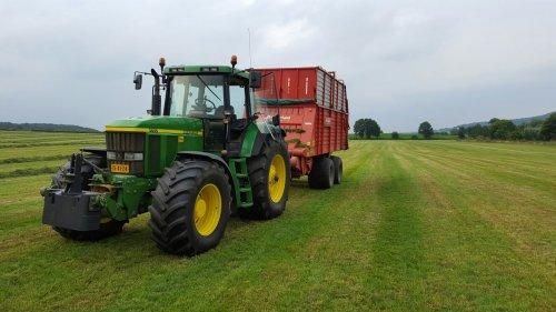 Deze keer eens met de 7710 onderweg.. Geplaatst door TerraJohnDeerefan op 31-07-2016 om 11:05:15, op TractorFan.nl - de nummer 1 tractor foto website.