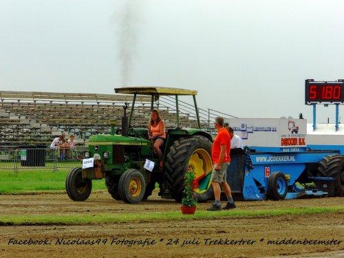 Trekkertrek Middenbeemster 2016. Geplaatst door NicolaasK op 04-08-2016 om 20:19:45, op TractorFan.nl - de nummer 1 tractor foto website.