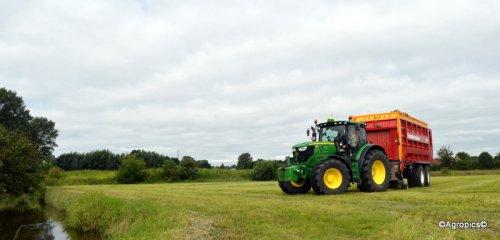 John Deere 6210R met Schuitemaker Rapide 6600 (demo) van Glenn Van Loo.. Geplaatst door KennyT op 07-08-2016 om 16:08:56, op TractorFan.nl - de nummer 1 tractor foto website.