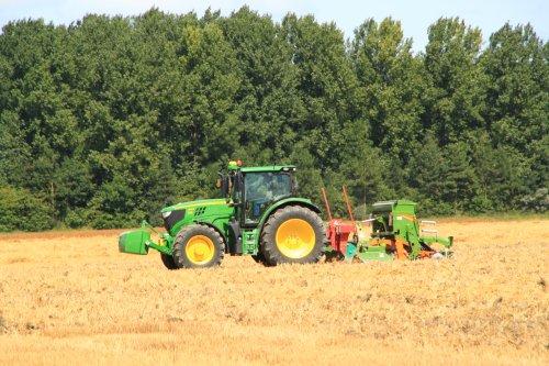 Foto van een John Deere 6140R. Geplaatst door alfredo op 09-08-2016 om 21:12:10, op TractorFan.nl - de nummer 1 tractor foto website.
