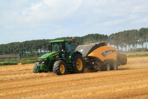 Foto van een John Deere 7720. Geplaatst door alfredo op 09-08-2016 om 21:12:24, op TractorFan.nl - de nummer 1 tractor foto website.