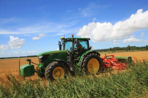 Foto van een John Deere 6150R. Geplaatst door alfredo op 09-08-2016 om 21:13:01, op TractorFan.nl - de nummer 1 tractor foto website.