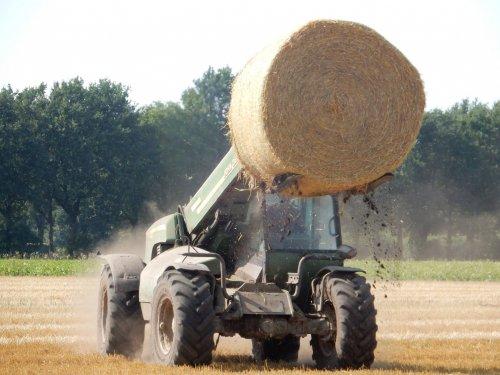 Foto van een John Deere 3400 Telehandler. Geplaatst door jans-eising op 21-08-2016 om 11:41:36, op TractorFan.nl - de nummer 1 tractor foto website.