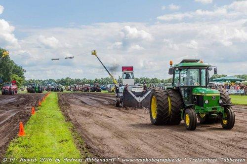 Foto van een John deere 2140, bezig met trekkertrek. Geplaatst door JD2140 op 23-08-2016 om 10:47:39, op TractorFan.nl - de nummer 1 tractor foto website.