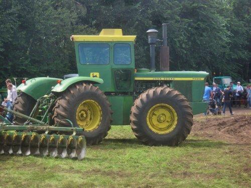 Foto van een John Deere 7020. Geplaatst door jordi 1455 op 28-08-2016 om 16:34:26, op TractorFan.nl - de nummer 1 tractor foto website.