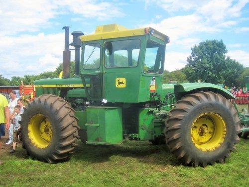 Foto van een John Deere 7020. Geplaatst door jordi 1455 op 28-08-2016 om 16:34:31, op TractorFan.nl - de nummer 1 tractor foto website.
