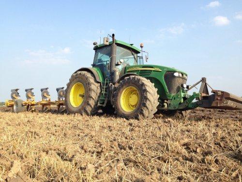 vandaag zijn we weer begonnen met ploegen met de John Deere 7820 .. Geplaatst door gerrit power op 31-08-2016 om 19:15:45, op TractorFan.nl - de nummer 1 tractor foto website.