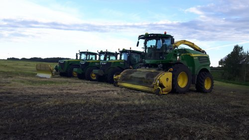 Foto van een John Deere 8600, 2x 7290R en 8320R van Ideal Custom Farming. Geplaatst door caseboy op 04-09-2016 om 20:01:29, met 13 reacties.