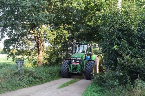 loonwerken Geert Aerts aan het gras oprapen. Geplaatst door jd7920 op 10-09-2016 om 20:21:48, op TractorFan.nl - de nummer 1 tractor foto website.