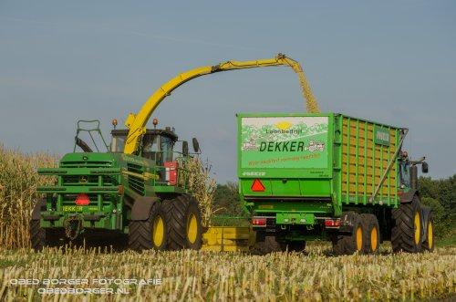 Loonbedrijf Dekker gisteren begonnen in de maïs  Meer foto's op: http://www.obedborger.nl/foto-s/landbouw/  Obed Borger Fotografie