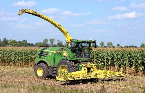 Nieuwe JD 8800i van loonbedrijf Van Kessel. Geplaatst door Jack op 28-09-2016 om 00:56:51, op TractorFan.nl - de nummer 1 tractor foto website.