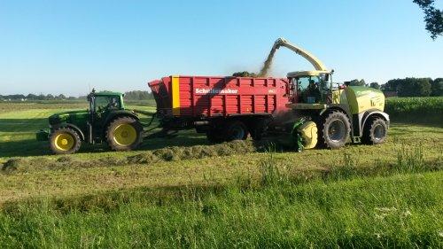 De John Deere 7530 Premium van Firma Ten Voorde met demo Krone 580 aan het gras hakselen.. Geplaatst door mftrekkers op 08-11-2016 om 19:39:36, op TractorFan.nl - de nummer 1 tractor foto website.