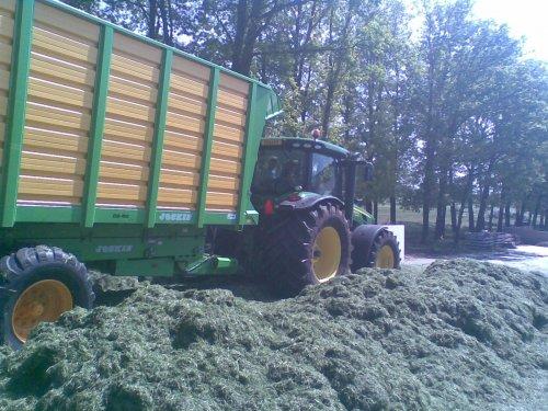 Foto van een Joskin Silagewagen, bezig met gras hakselen. Loonbedrijf dekker met de nieuwe wagens. Geplaatst door frankie11 op 22-05-2010 om 22:45:30, met 4 reacties.