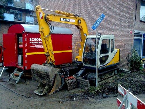 Foto van een Kato HD 307, bezig met poseren. let niet op het bord. Geplaatst door unimog-ford-nhthebest op 24-02-2010 om 21:02:04, met 4 reacties.