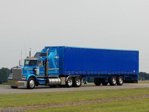 Foto van een Kenworth W900.. Geplaatst door TCTMarcel op 04-04-2014 om 18:11:12, op TractorFan.nl - de nummer 1 tractor foto website.