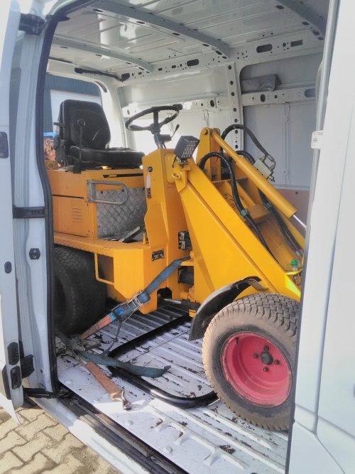 Mijn nieuw project en speelgoed net in de camionette geladen. Een knikmops KM90 van 2004. Motor wil wel aan de gang maar krijgt geen brandstof.