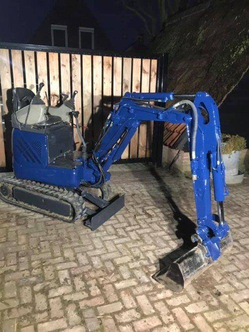 Kobelco sk09sr, hamerleiding opgebouwd en in bedrijfskleur gespoten.. Geplaatst door lukasbelarus op 01-12-2019 om 21:36:02, op TractorFan.nl - de nummer 1 tractor foto website.