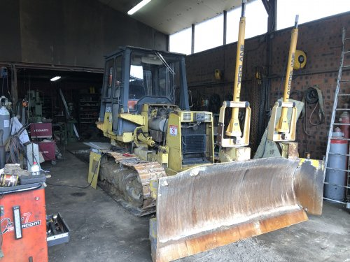 Komatsu bulldozers van New Kobelco