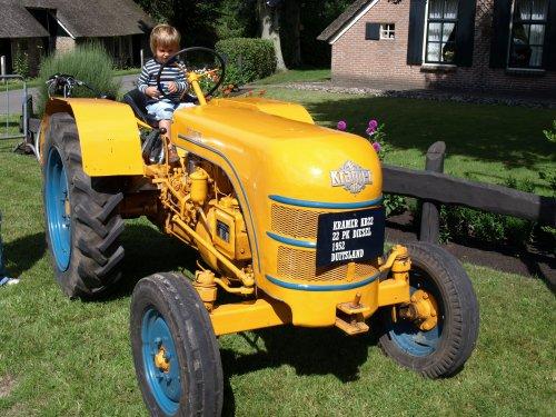 Wie weet nog  iemand in Nederland die  een originele Kramer heeft in de gele kleur,  Het model KB12 en KB22 is in Nederland door fa Beers uit Rijkswijk (ex Kramer importeur  en bekent van Scania) verkocht, deze KB 22 heeft volgens mij niet helemaal de goede kleur.