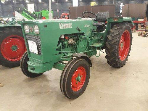 Foto van een Kramer 450 Export tijdens de Agri Classic show in Assen.   Helaas heb ik dhr. Rietman niet kunnen spreken ondanks de mooie tractors van hem!