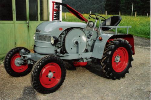 Kramer K12 Bouwjaar 1951, met maaibalk, Watergekoelde Deutz 1 cilinder motor, Nu weer als nieuw gerestaureerd (trekker van van een Kramer vriend W Sack)