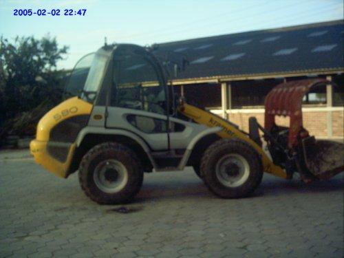Foto van een Kramer 580, bezig met voeren.. Geplaatst door Tractor-Spotters op 20-08-2010 om 11:13:50, met 2 reacties.