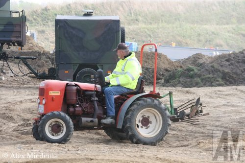Foto van een Krieger Onbekend, bezig met poseren. Veel meer foto's van het kippertreffen kun je op truckfan vinden:http://www.truckfan.nl/agenda/2/kippertreffen-geilenkirchen-2014/