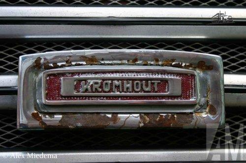 Foto van een Kromhout logo van HTM (Haagse Tramweg Maatschappij), opgebouwd voor personenvervoer.. Geplaatst door Alex Miedema op 03-02-2016 om 17:48:22, op TractorFan.nl - de nummer 1 tractor foto website.