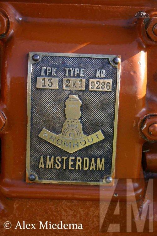 Foto van een Kromhout logo.. Geplaatst door Alex Miedema op 07-02-2016 om 11:27:34, op TractorFan.nl - de nummer 1 tractor foto website.