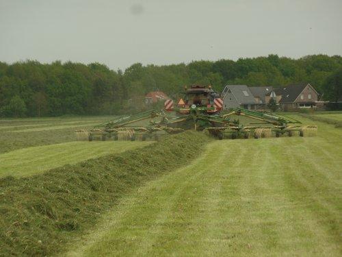 Foto van een Krone hark. Geplaatst door robbert7130 op 19-05-2017 om 21:39:09, op TractorFan.nl - de nummer 1 tractor foto website.