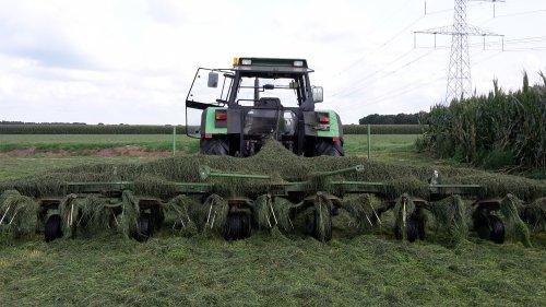 schoonmaken kuch kuch. Geplaatst door TeunFendt op 24-08-2017 om 16:37:51, op TractorFan.nl - de nummer 1 tractor foto website.