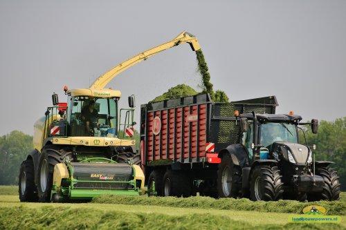 De nieuwe Krone Big X 530 van Bijker in actie!. Geplaatst door ronaldclaas op 13-05-2018 om 19:31:16, op TractorFan.nl - de nummer 1 tractor foto website.