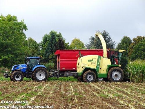 Foto van een Krone Big X 500 Loonbedrijf van Es uit Rossum aan het mais hakselen. ZIE OOK DE VIDEO  https://youtu.be/Pj_QTobbj24