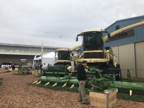 Foto van een Krone Big X 1100 (1180) Deze week de World Ag Expo in Tulare, Californië bezocht. Geplaatst door catfan55 op 16-02-2019 om 01:12:42, met 2 reacties.
