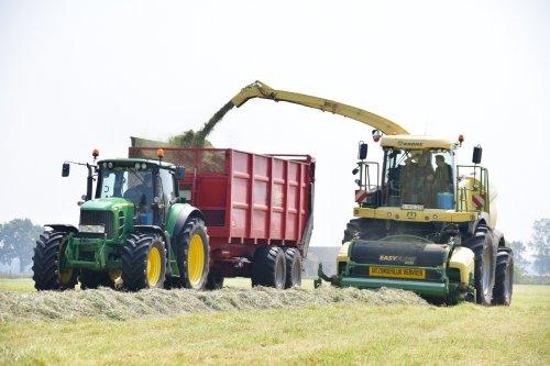 Loonwerken Geert Aerts met hun nieuwe Krone BigX 630. Geplaatst door jd7920 op 18-05-2019 om 23:09:07, op TractorFan.nl - de nummer 1 tractor foto website.