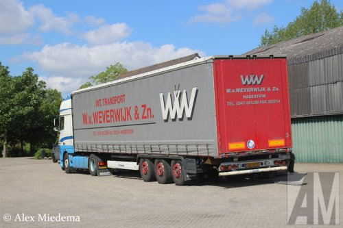 Transp.- & Hand.ond. W. v. Weverwijk & Zn. (Hagestein) × op de foto met een Krone oplegger, opgebouwd als zeilenwagen.