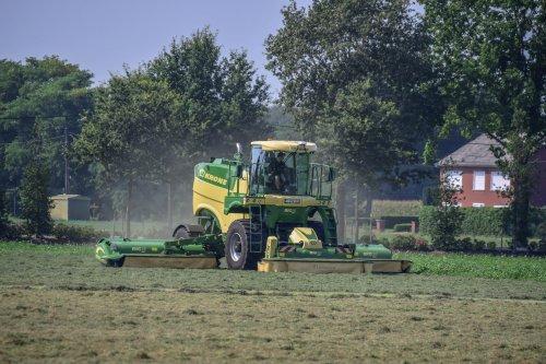 Foto van een Krone Big M 450. Geplaatst door jd7920 op 27-08-2019 om 17:46:25, op TractorFan.nl - de nummer 1 tractor foto website.