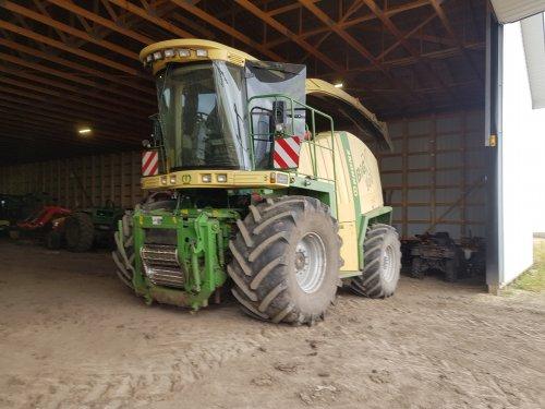 Foto van een Krone Big X 500, foto van een paar weken geleden, voor het eigen bedrijf inmiddels 220 hectare gehakselt, vandaag nog bij een buddy  de laatste bunders hakselen