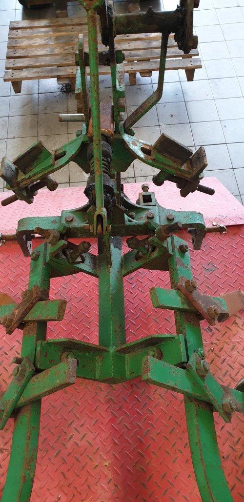Wie weet wat voor ploeg dit is (merk) en welke kleur die moet zijn?. Geplaatst door JeffreyJD op 24-12-2019 om 14:35:22, op TractorFan.nl - de nummer 1 tractor foto website.