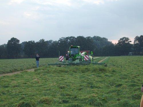 Foto van een Merlo verreiker die bezig is met gras schudden. Op de krone voederwinningsdemonstratie in Veghel.