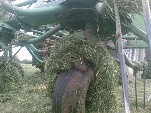 Foto van een Krone Schudder, bezig met gras schudden. 2e keer, vorige foto is weg. Geplaatst door Pascal op 20-01-2010 om 16:53:14, met 15 reacties.