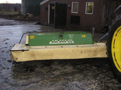 Foto van een Krone AM 243, bezig met poseren. even schoongemaakt is ingeruild op een 283 krone bj 2005 word volgende week opgehaald