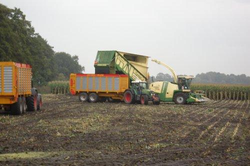 Foto van een Krone BIG X cargo, bezig met maïs hakselen. Geplaatst door county1124driver op 24-09-2010 om 20:05:28, met 19 reacties.