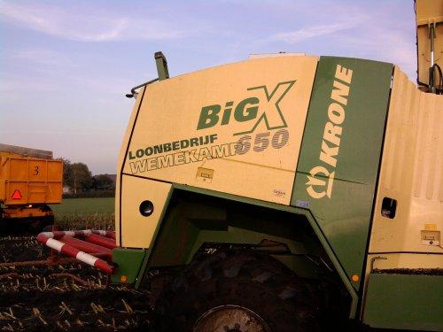 Foto van een Krone Big X 650, bezig met vast zitten. meer fotos? www.trekkerfoto.tk. Geplaatst door Mispelaar op 03-10-2010 om 12:32:33, op TractorFan.nl - de nummer 1 tractor foto website.