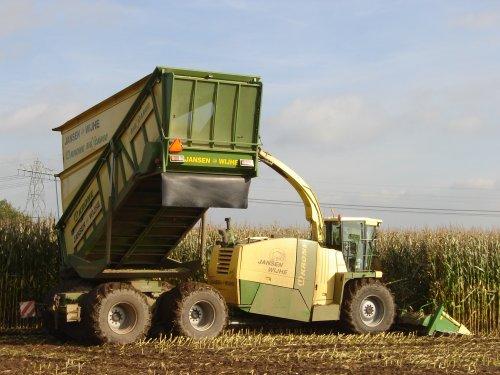 Jansen Wijhe met de Krone BIG X Cargo.   Voor meer foto's: http://picasaweb.google.com/robvanolst. Geplaatst door Rvo op 22-10-2010 om 22:28:17, met 2 reacties.