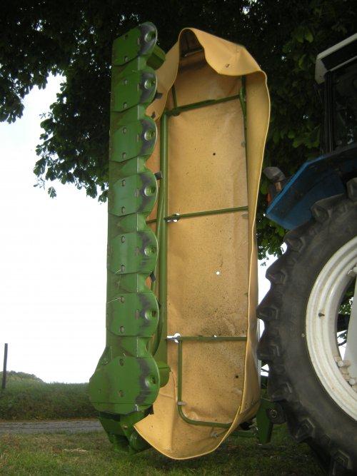 Foto van een Krone AM 283S, bezig met poseren. Graag even helpen verplaatsen naar: Merk: Krone Type: AM 283S  Stel qua ijzer ook weinig voor zo'n constructie