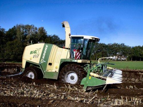Foto van een Krone V12, bezig met vast zitten. Zondag 16 oktober 2011.. Geplaatst door DennisVanDerSteen op 27-10-2011 om 16:47:38, met 2 reacties.